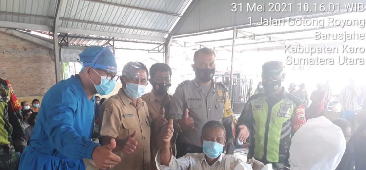 Ratusan Lansia di Kecamatan Barusjahe Terima Vaksin Tahap Pertama
