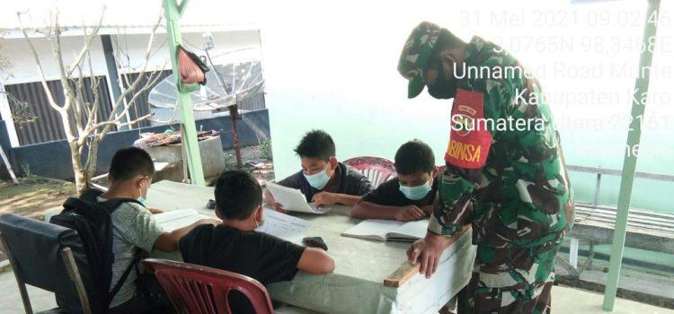 Siswa SMPN 1 Munte Manfaatkan Wifi Koramil 06/MT untuk Belajar Daring