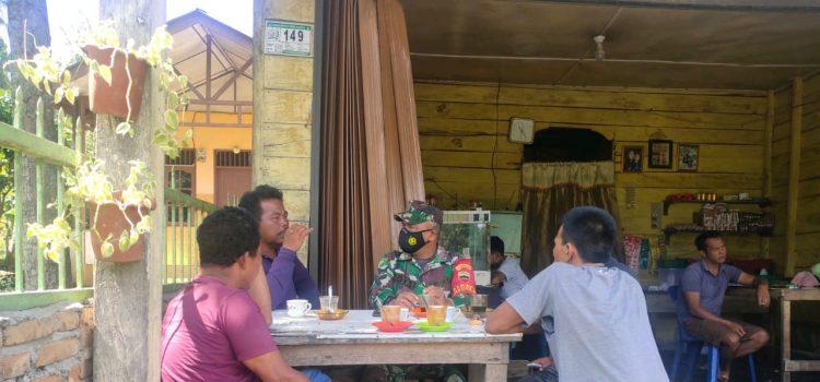 Personel Babinsa Koramil 08/TB Rutin Laksanakan Himbauan Prokes