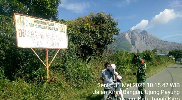 Personel Koramil 05/PY Jaga Perbatasan Zona Merah Sinabung