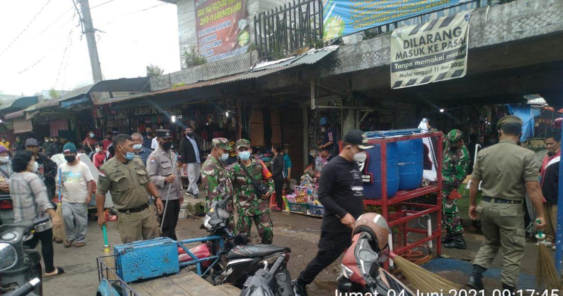 Danramil 03/BT Hadiri Kegiatan Jumat Bersih di Kecamatan Kabanjahe