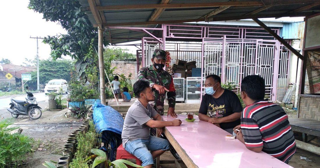Upaya Dalam Memutus Mata Rantai Penyebaran COVID-19, Babinsa koramil 08/TB Giat Gelar Himbauan Prokes