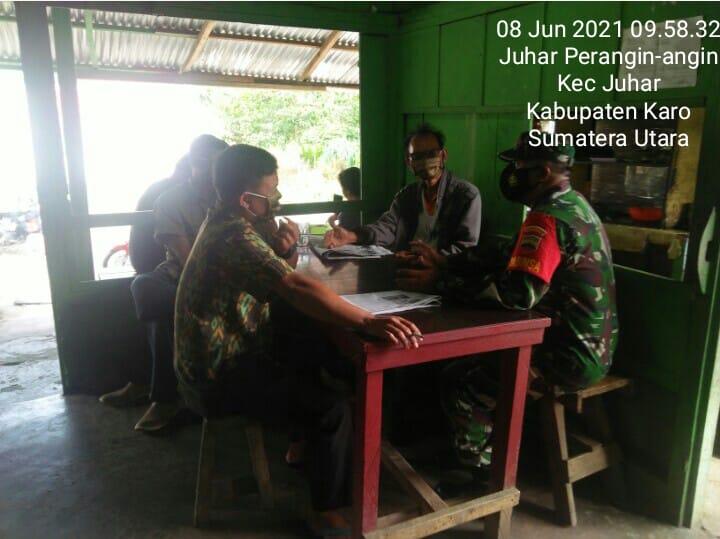 Babinsa Koramil 07/JH Berikan Himbauan Prokes Kepada Pedagang Kopi