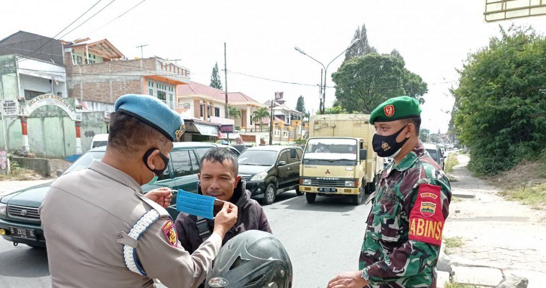 Personel Koramil 03/BT Terus Laksanakan Himbauan Prokes Kepada Masyarakat