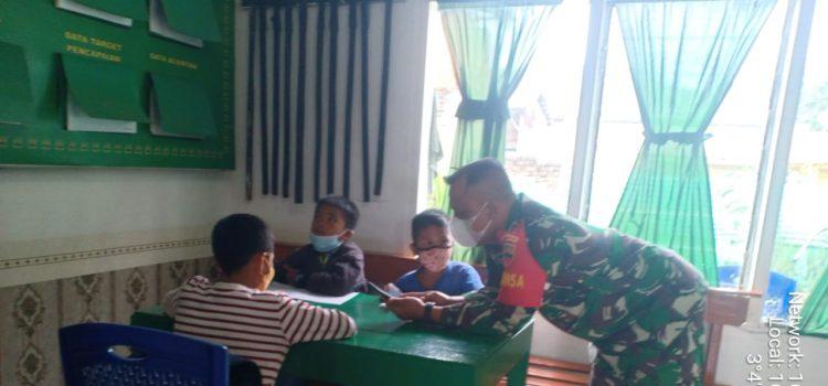 Sejumlah Siswa SD Nikmati Wifi Gratis Untuk Belajar Daring Milik Koramil 02/TP
