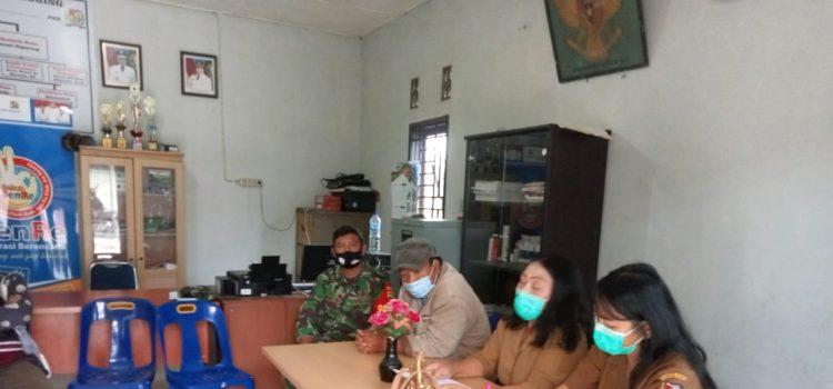 Personel Koramil 02/TP Sosialisasi Penggunaan Jamban dan Protokol Kesehatan