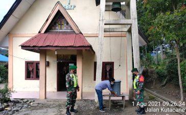 Babinsa Koramil 08/TB Himbau Masyarakat yang Beribadah di Gereja untuk Tetap Patuhi Prokes