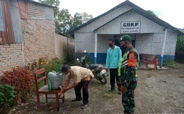 Personel Koramil 05/PY Gelar Penghimbauan Masyarakat yang Beribadah di Gereja