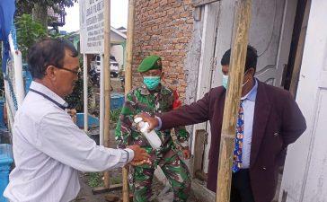 Anggota Koramil 04/SE Himbau Jamaah Gereja Agar Tetap Mematuhi Prokes Saat Beribadah