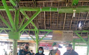 Pembagian BLT di Deaa Lingga Julu Mendapat Pendampingan dari Babinsa Koramil 04/SE