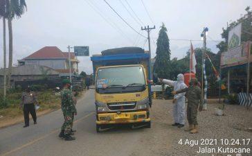 Babinsa Koramil 09/LB Bersama Tim Gabungan Perketat Pemeriksaan Jalur Perbatasan Karo dan Aceh