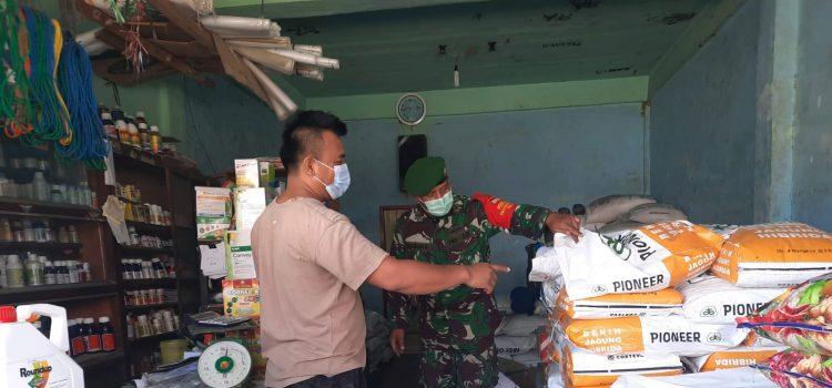 Babinsa Koramil 07/JH Laksanakan Pengecekan Stok Pupuk untuk Ketahanan Pangan