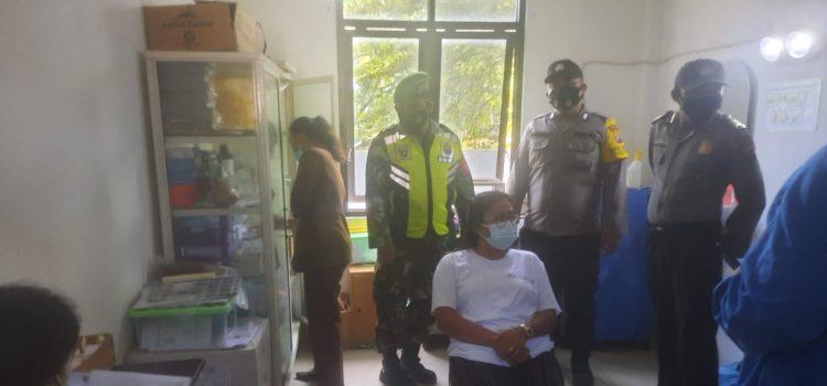 Personel Koramil 08/TB Dampingi Proses Tracing dan Rapid Test