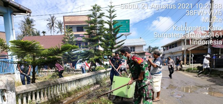 Babinsa Koramil 06/MT Ajak Warga Bergotong Royong Bersihkan Lingkungan