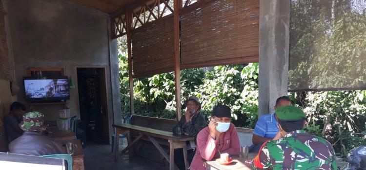 Babinsa Koramil 07/Juhar Berikan Komsos Kepada Para Petani di Desa Juhar Ginting
