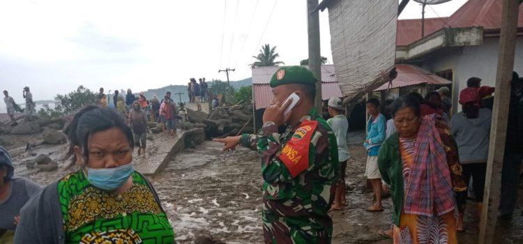 Babinsa Koramil 05/PY Lakukan Pengamanan dan Himbau Warga Bahaya Banjir Lahar Dingin