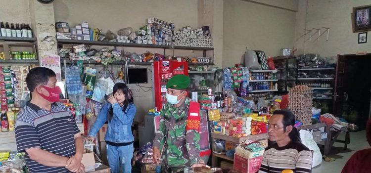 Babinsa Koramil 04/SE Berikan Himbauan Kepada Pengunjung Warung Kopi