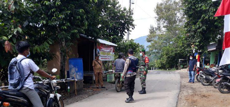 Babinsa. koramil 07/JH Lakukan Operasi Yustisi Kepada Warga yang Keluar Masuk Desa