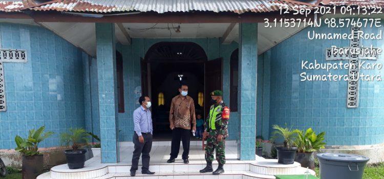 Anggota Babinsa Koramil 01/BJ Laksanakan Pengawasan Serta Himbauan Kepada Warga yang Beribadah Minggu