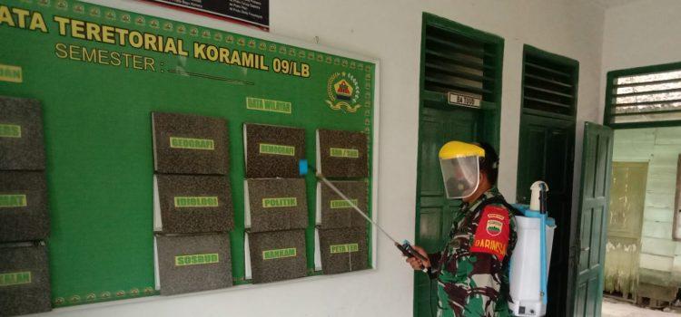 Jaga Kebersihan Wilayah Kerja dari Corona, Babinsa Koramil 09/LB Rutin Semprotkan Disinfektan