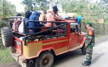 Babinsa Koramil 07/JH Himbau Setiap Warga yang Keluar dan Masuk dari Desa