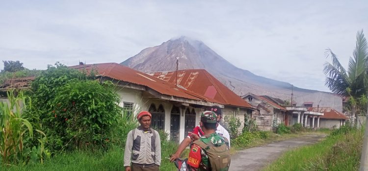 Babinsa Koramil 04/SE Lakukan Patroli Zona Merah Gunung Sinabung
