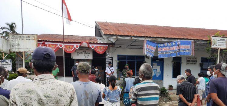 Babinsa Koramil 07/JH Dampingi Penyerahan Alal Semprot Hama Kepada Petani di Juhar