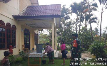 Agar Tetap Terhindar dari Virus Corona, Babinsa Koramil 07/JH Tegakkan Prokes di Gereja Juhar