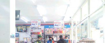 Babinsa Koramil 08/TB Himbau Warga diSejumlah Lokasi Perbelanjaan Untuk Menaati Prokes