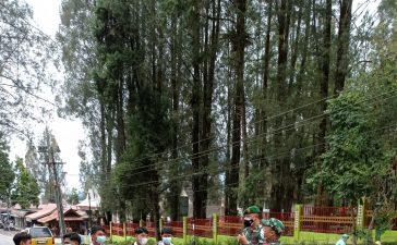 Babinsa Koramil 03/BT Himbau Sejumlah Pelajar Untuk Mematuhi Prokes
