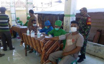 Babinsa Koramil 09/LB Monitoring Vaksinasi Warga Desa Lingga Muda Laubaleng