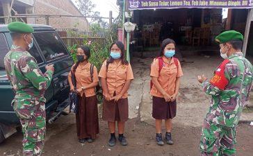 Babinsa Koramil 04/SE Himbau Warga Binaan di Sejumlah Lokasi di Simpang Empat