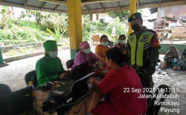 Babinsa Koramil 05/PY Dampingi Proses Vaksinasi Warga Desa Perbaji