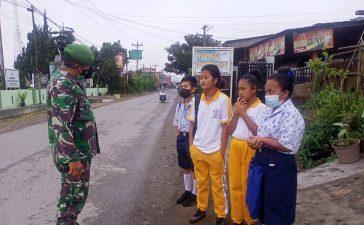 Babinsa Koramil 04/SE Laksanakan Himbauan Prokes Kepada Warga Ndokum Siroga Untuk Senantiasa Mematuhi Prokes