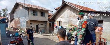 Babinsa Koramil 06/MT Bersama Warga Semprotkan Disinfektan di Lingkungan Rumah Masyarakat