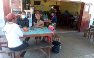 Babinsa Koramil 02/TP Berikan Sosialisasi Untuk Mematuhi Prokes Kepada Pengunjung Warung