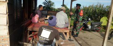 Babinsa Koramil 02/TP Berikan Sosialisasi Prokes Kepada Warga di Tigapanah