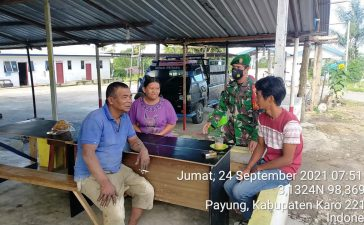 Babinsa Koramil 05/PY Berikan Himbauan Prokes Kepada Warga di Warung Kopi
