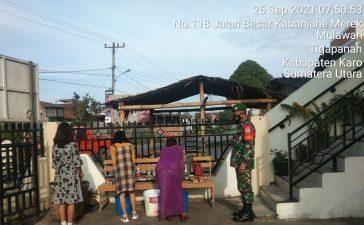 Babinsa Koramil 02/TP Berikan Himbauan Prokes Keada Warga Yang Beribadah