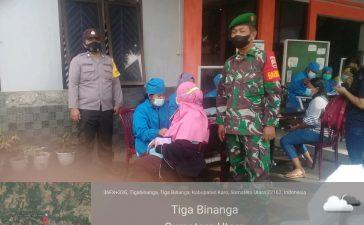 Babinsa Koramil 08/TB Dampingi Warga Vaksin Tahap Pertama di Tigabinanga
