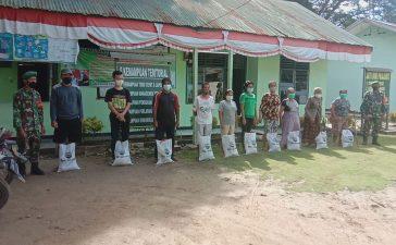 Peringati HUT TNI Ke 76, Koramil 09/LB Bagikan Bantuan Sembako Kepada Masyarakat yang Membutuhkan