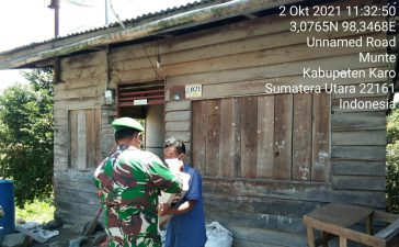 Turut Memperingati HUT TNI, Koramil 06/MT Bagikan Paket Sembako Kepada Warga yang Membutuhkan