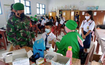 Babinsa Koramil 05/PY Laksanakan Pengamanan Vaksinasi Pelajar Tingkat SMP di Tiganderket