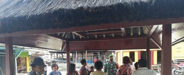Babinsa Koramil 07/JH Ingatkan Warga yang Sedang Berkumpul Untuk Menjaga Jarak dan Menjalankan Prokes