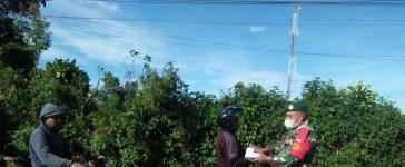 Babinsa Koramil 04/SE Berikan Himbauan Kepada Pengguna Jalan di Ndokum Siroga