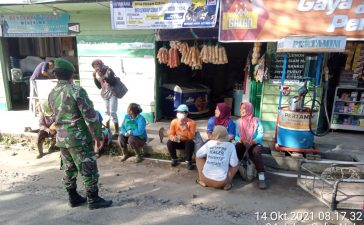 Babinsa Koramil 02/TP Ingatkan Masyarakat Tigapanah Untuk Selalu Menjalankan Prokes