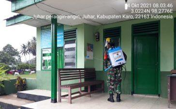 Babinsa Koramil 07/JH Rutin Semprotkan Cairan Disinfektan di Lingkungan Kerja Kantor