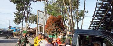 Babinsa Koramil 02/TP Himbau masyarakat Untuk Memakai Masker dan Patuhi Prokes