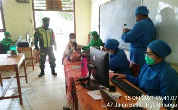 Babinsa Koramil 08/TB Hadiri Vaksinasi Tahap Pertama Pelajar SMPN Tigabinanga