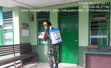 Babinsa Koramil 07/JH Semprotkan Cairan Disinfektan di Ruang Lingkup Kerja